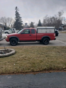 2003 GMC Sonoma 4x4 with contractor cap! Solid truck