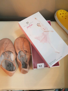 Ballet shoes sie 10 (5-6yrs old)