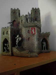 Collection medieval. Dragon. Chateau. Epee