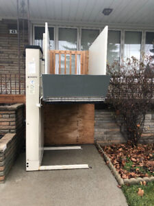 Open house- outdoor wheelchair lift and content sale