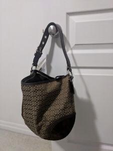 Aunthentic Coach Hand Bag, like new PURSE