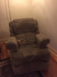 Super comfortable reclining lounge chair