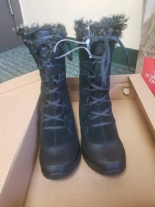North Face Winter Boots size 9 (Women)