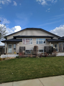 DOUBLE GARAGE COULEE VIEW 3 BEDRM DUPLEX JULY 1