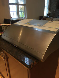 Exhaust hood/fan for stove