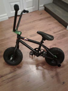 Kobe 40-22002 Mini BMX Bike-Black/Green