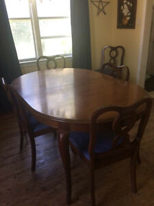 Gibbard Chantilly dining room table & chairs