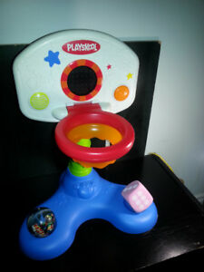 PLAYSKOOL BASKETBALL HOOP WITH INTERACTIVE VOICE