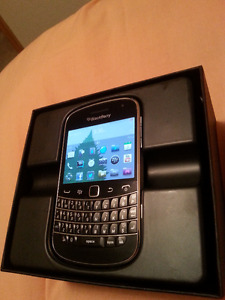 Unlocked! Like New! BlackBerry Bold Touch 9900 4G & OEM charger