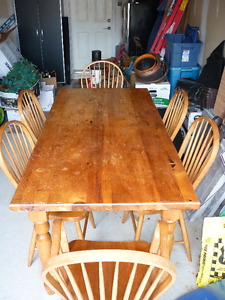 Solid Pine Table and 6 solid chairs for sale