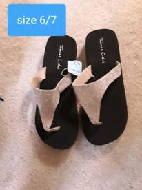 Ladies sandles 6/7