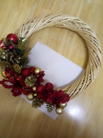 NEW LARGE HAND DECORATED FESTIVE CHRISTMAS WREATH