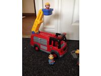ELC HAPPYLAND LIGHTS & SOUNDS FIRE ENGINE AND FIGURES