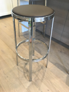Bar Stools - set of 4! Two round top and two square top