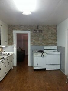 TWO BEDROOM DRAGATIS ST. $800  AVAILABLE FEBRUARY 1ST