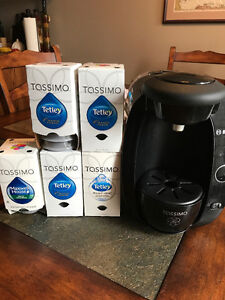 Tassimo Bosch coffee maker, tea and coffee included