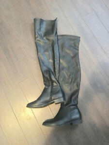 LIKE NEW OVER THE KNEE BLACK CALL IT SPRING  LEATHER  BOOTS 8.5