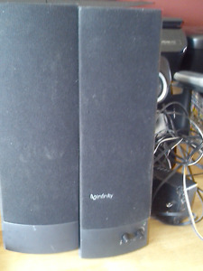 good condition computer speaker for sale.
