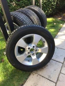 4 mags 17 po. Mercedes Benz comme neufs &  pneus d'hiver Pirelli