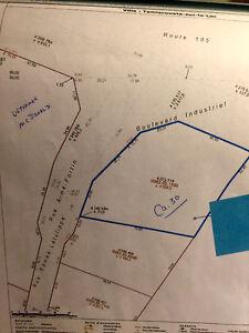 Terrain commercial 53048 pieds carrés ( 4928,3 m2 )