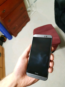 HTC One M9, 32GB (WITH CASES)