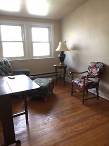 Beautiful 1 Bedroom Attic Apartment in the Heart of Downtown