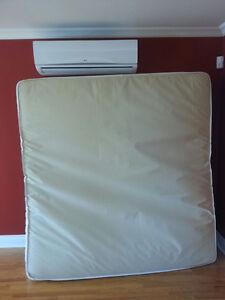 Matelas King + 2 sommiers + base de lit en métal avec roulettes