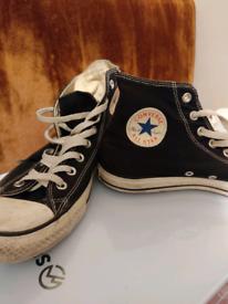 Converse All Stars Chuck Taylors 9.5 UK
