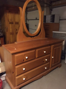 Commode avec miroir - Dresser with mirror