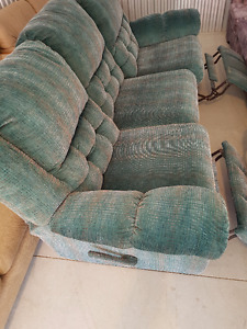 Green reclyner couch in good condition FREE DELIVERY