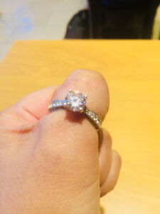 Gorgeous Diamond Ring for Sale