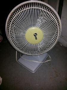Petit et moyen ventilateurs de table