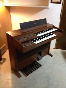 REDUCED******Yamaha Organ