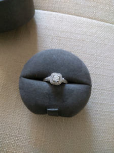 Vera Wang Love Collection 0.70 CT. T.W Diamond Frame Engmnt Ring
