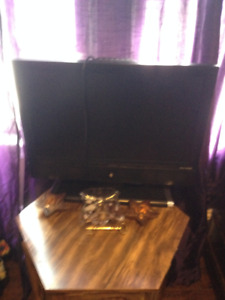Older Flat Screen and Bluray DVD player + remote (Netflix access