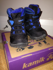 Boys Kamik Winter Boots in Size 6 in Excellent Condition