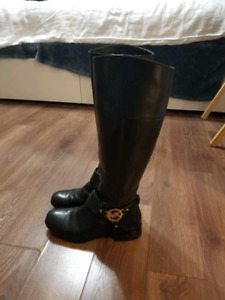Authentic MK boots Size 6