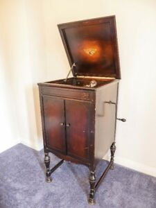 Antique RCA Victrola Consolette record player built in 1926