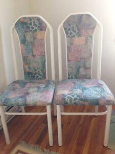 Table et chaise à vendre