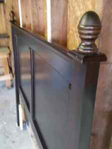 Double/Queen  Headboard in new condition. London Ontario image 3