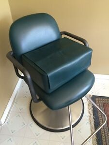 Hair dressing chair with booster seat  Cambridge Kitchener Area image 2