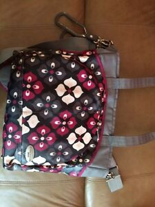 JJ Cole diaper bag Burgundy, grey & black West Island Greater Montréal image 7