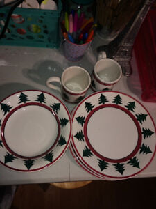 A set of pier 1 Christmas dishes
