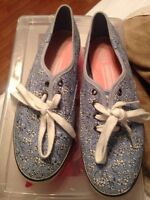 BLUE KEDS WITH WHITE FLOWERS