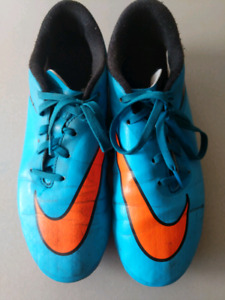 Nike US 4Y Soccer Cleats