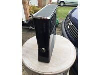 2 faulty Xbox 360 consoles , slim 250 gb and white one