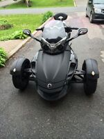 2009 Can-am Spyder special edition SM5 GS Fullmoon. 35,700 km.