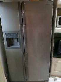 Samsung American style fridge freezer FOR SPARES AND REPAIRS ONLY