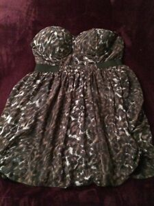 XL - 1 Dress & 3 tops! BEAUTIFUL!!