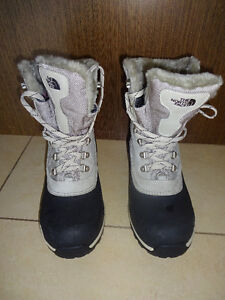 New North Face Chilkat 400 Boots Size 8 US